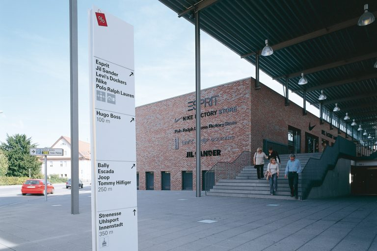 Leitsystem, Orientierungssystem Outletcity Metzingen