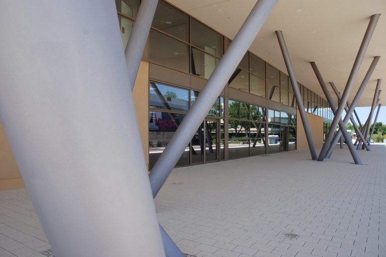 design von leitsystem und orientierungssystem in der architektur, kunst am bau