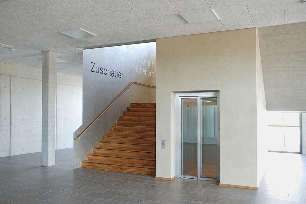 design von leitsystem und orientierungssystem und signaletik im raum und in der architektur, kunst am bau