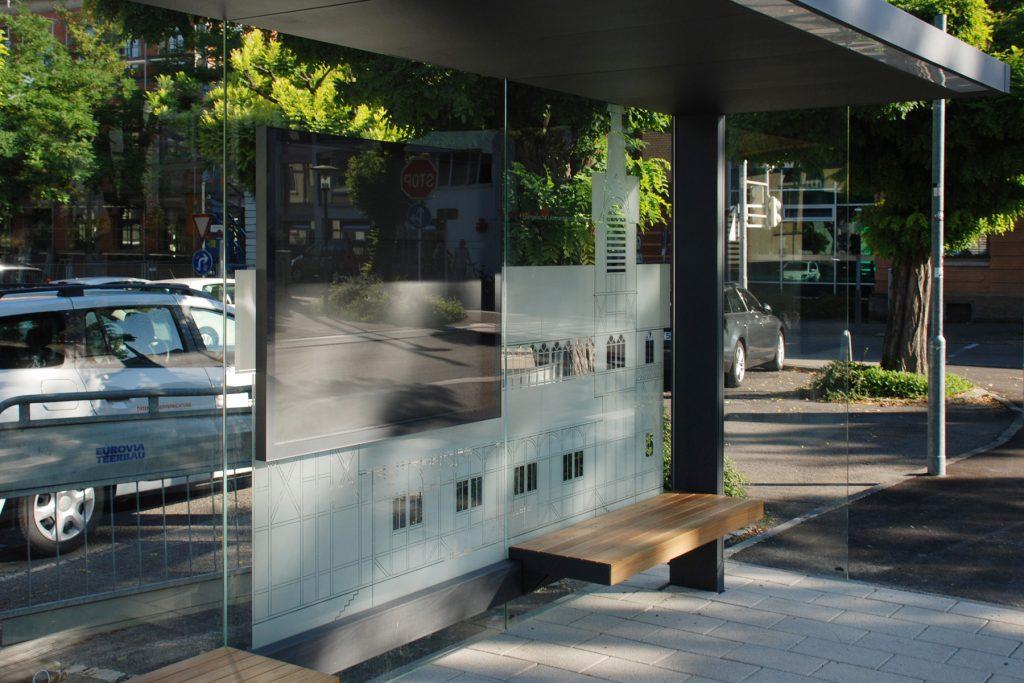 Glasgestaltung Bushaltestelle Leonhardskirche